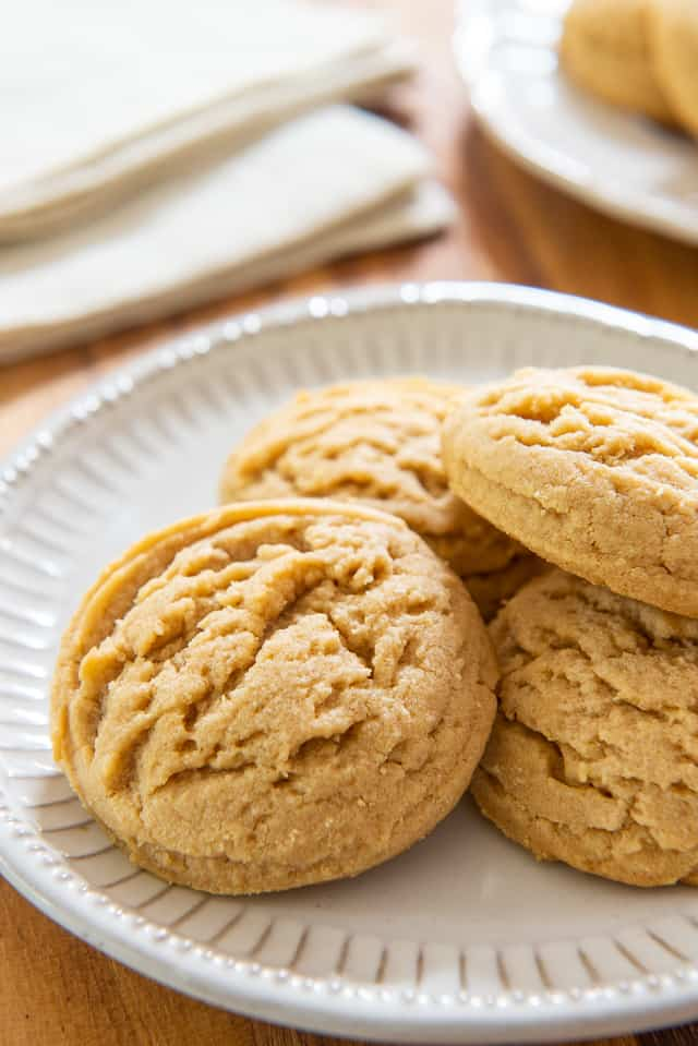 These Peanut Butter Cookies have the most amazing melt-in-your-mouth texture! #peanutbuttercookies #peanutbutter #cookies #peanutbuttercookie #baking
