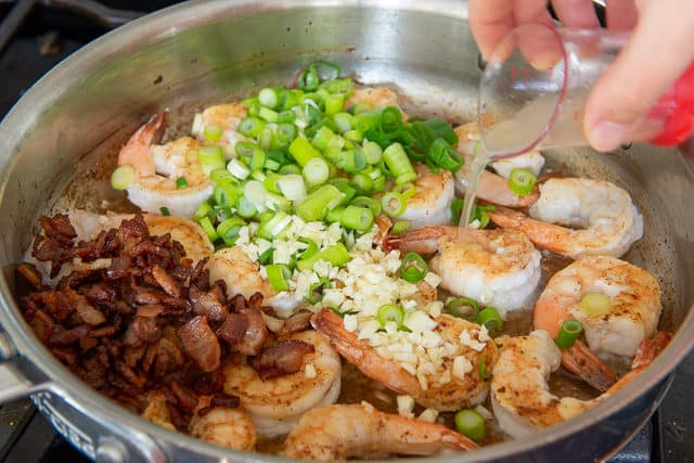 Best Shrimp and Grits Recipe with Bacon and Garlic