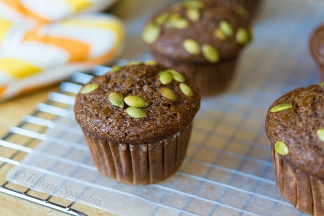 Pumpkin Spice Muffins Recipe @fifteenspatulas