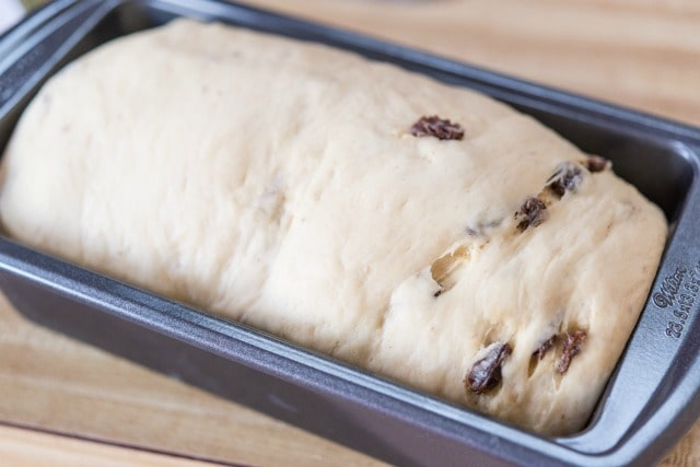 How to Make Cinnamon Raisin Bread