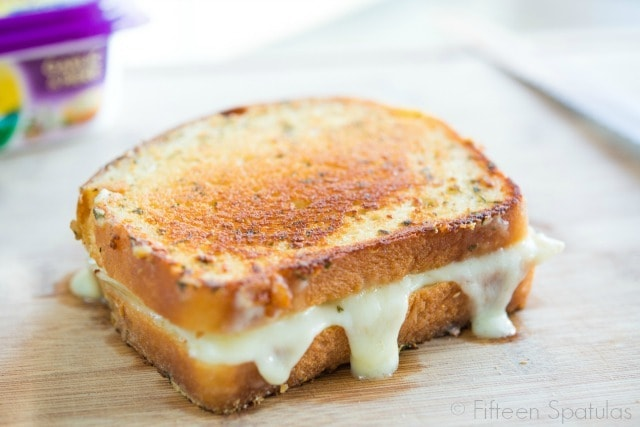 Chicken Brie Grilled Cheese Sandwich Recipe @fifteenspatulas