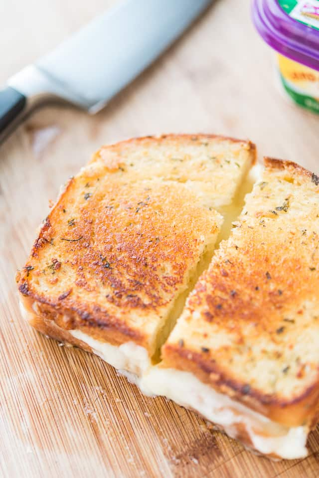 Brie Grilled Cheese Sandwich #grilledcheese #brie #quickrecipes