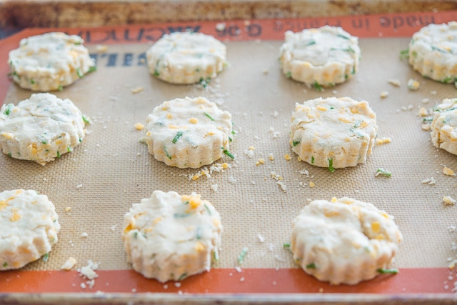 Cheddar Chive Scones Recipe @FifteenSpatulas How to Make Scones