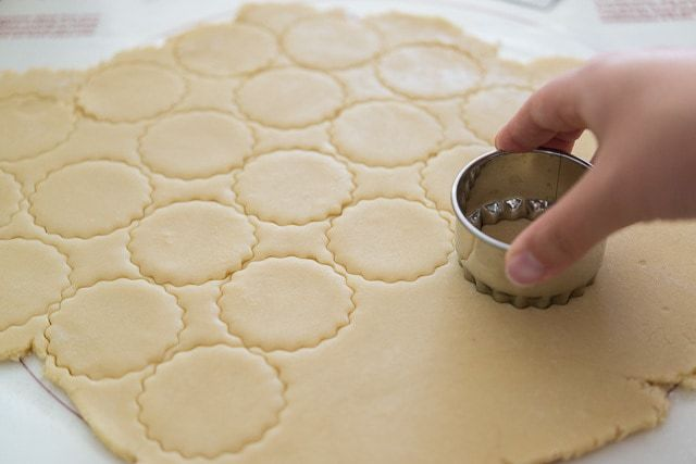Best_Vanilla_Cutout_Cookies_Recipe_fifteenspatulas_4