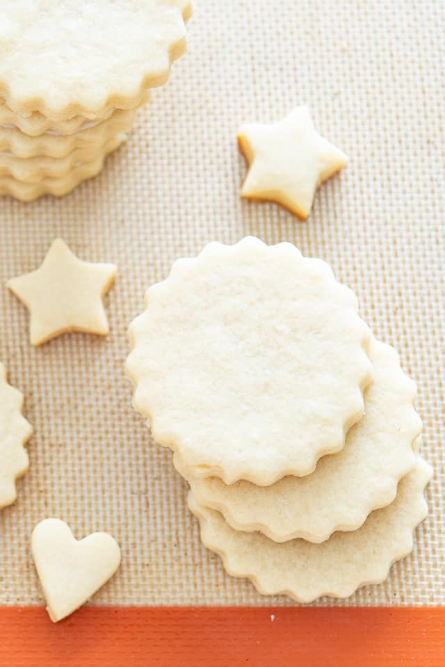 The Best Cut Out Sugar Cookie Recipe - WON'T SPREAD in the oven! #cutout #cutoutcookies #christmas #decorating #recipe
