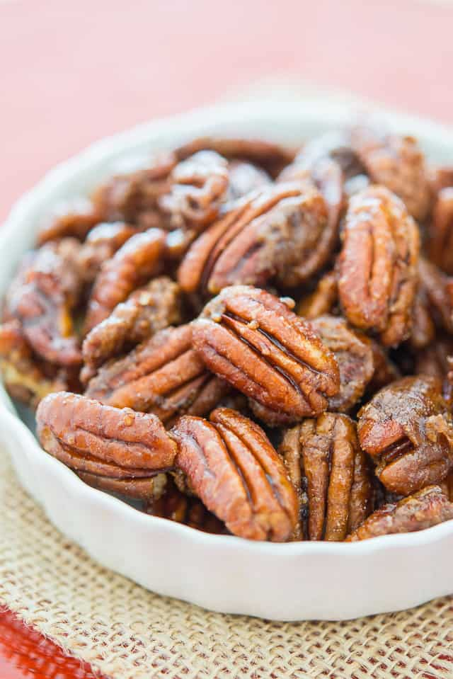 Candied Pecans - Only takes 5 minutes to make! #pecans #candiedpecans #foodgifts #holiday #pecanrecipe