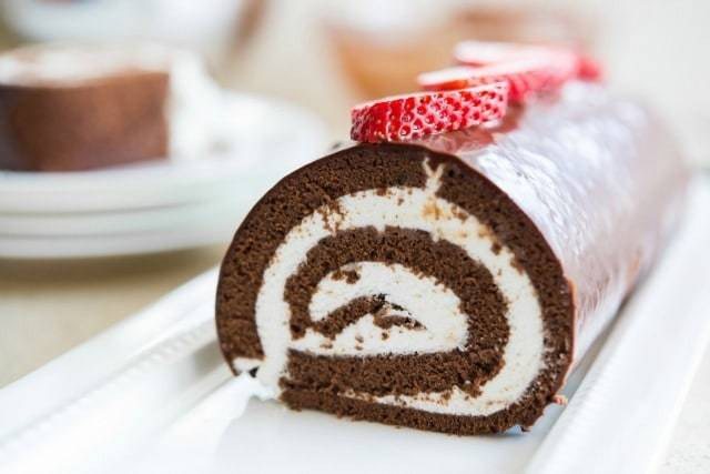 Chocolate Swiss Roll Cake Recipe - So much easier than it looks, perfect dessert for entertaining!