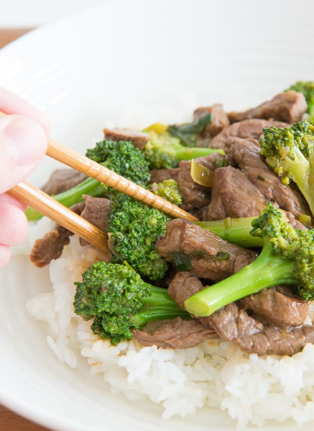 Beef and Broccoli - Easy Chinese Takeout at Home! #beefandbroccoli #beefbroccoli #chinese #chinesefood #chineserecipes