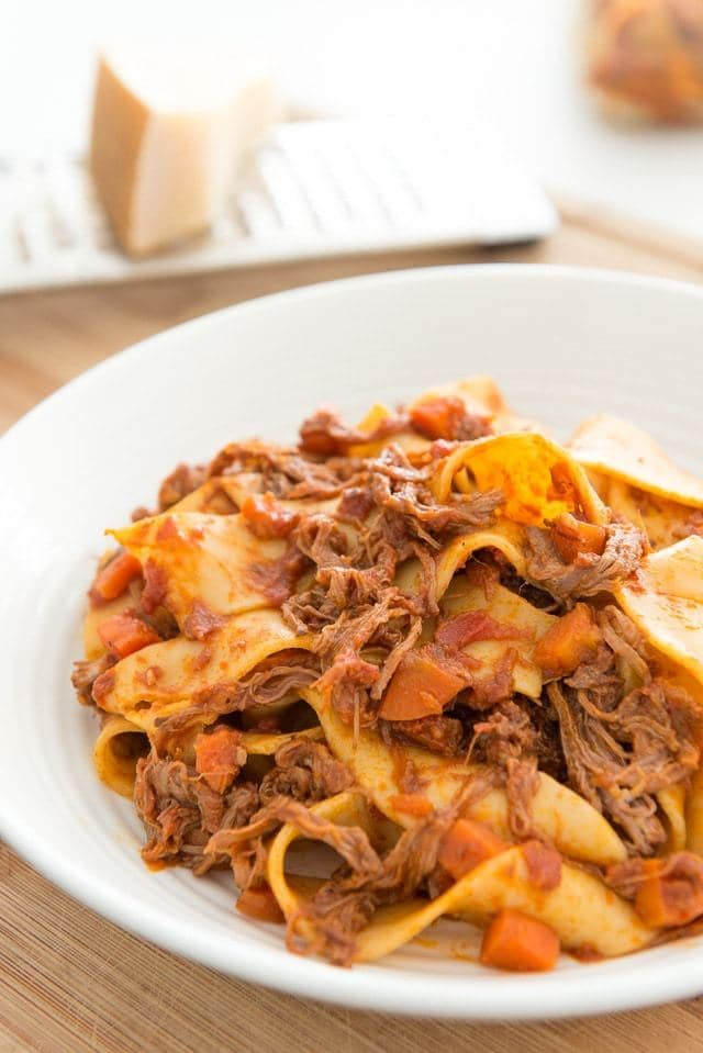 Slow Cooker Beef Ragu - Lean Shredded Beef with Pasta #ragu #beef #pasta #pappardelle #slowcooker