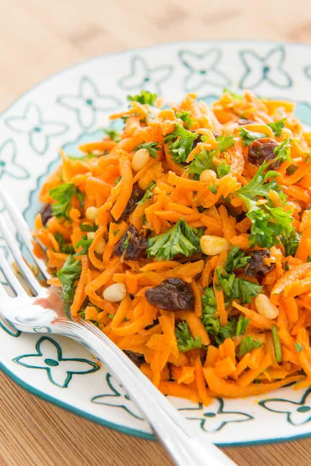 Carrot Raisin Salad - Great for picnics, potlucks, and parties! #carrots #salad #carrotsalad #picnic #potluck
