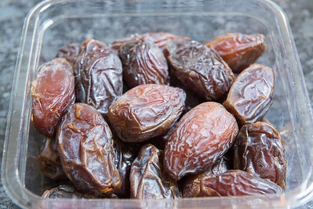Large Fancy Medjool Dates In Plastic Container