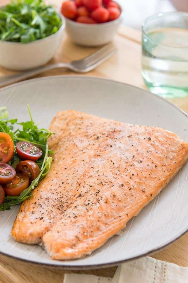 Baked Salmon - How to Bake Salmon in the Oven that's easy, delicious, and convenient! #salmon #salmonrecipes