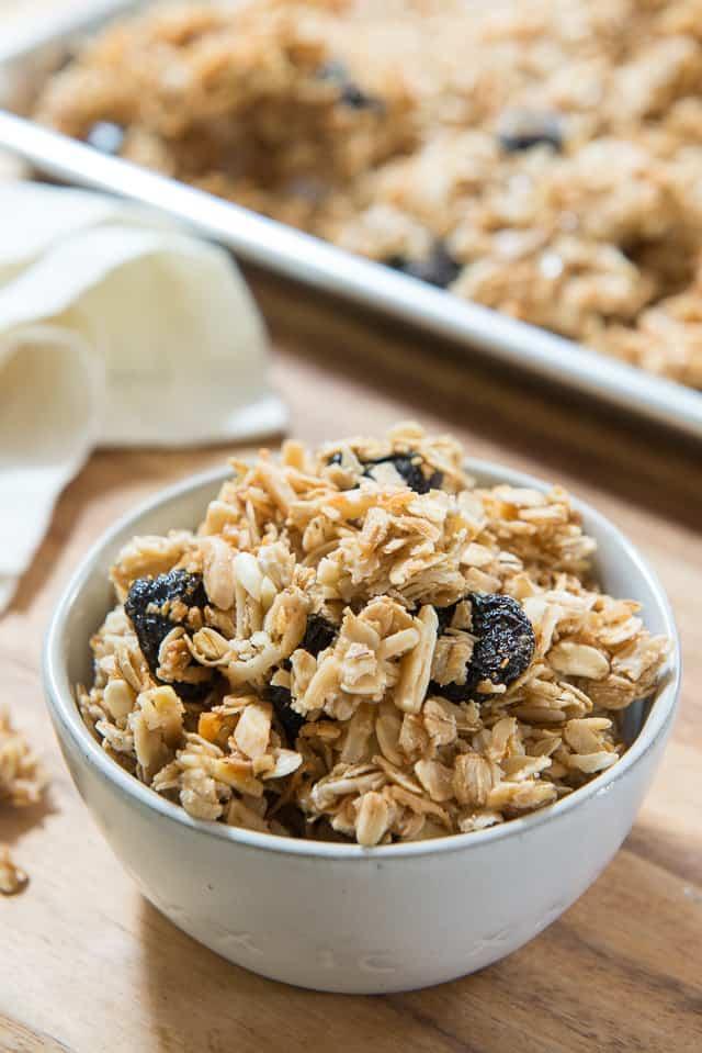 Homemade Granola Recipe - So easy and completely customizable! #granola #granolarecipe #snacks
