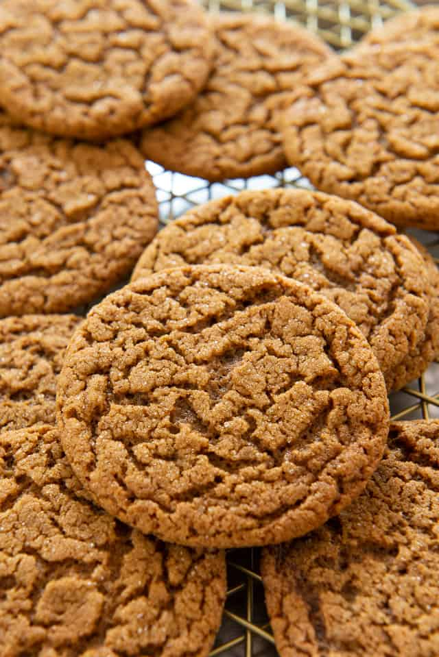 Molasses Cookies - Old Fashioned Flavor and the perfect Soft Chewy Bite! #molassescookies #cookies #baking #christmas #soft #easy #chewy