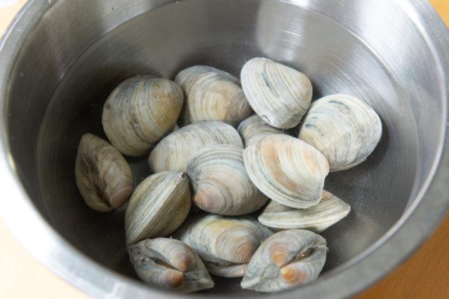 Littleneck clams soaking in homemade salt water